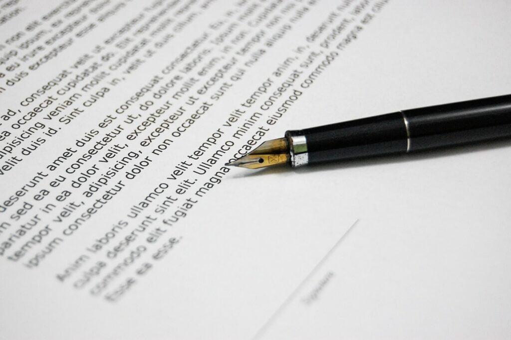 Wyjście (wystąpienie) wspólnika ze spółki komandytowej – sprzedaż udziałów